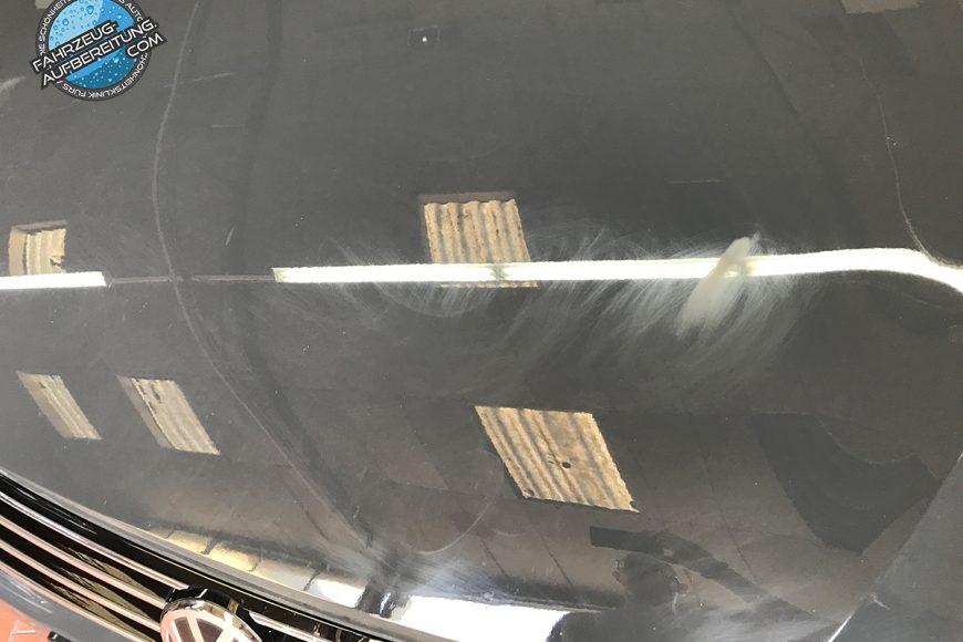 Kratzer auf der Motorhaube
